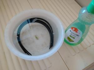 モアマンゴムを洗う